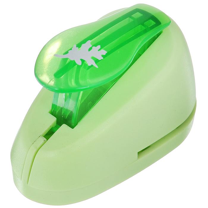 Дырокол фигурный Hobbyboom Лист, №75, цвет: зеленый, 1,8 смFS-36054Фигурный дырокол Hobbyboom Лист изготовлен из пластика и металла, используется в скрапбукинге для создания оригинальных открыток, оформления подарков, в бумажном творчестве. Рисунок прорези указан на ручке дырокола.Используется для прорезания фигурных отверстий в бумаге. Вырезанный элемент также можно использовать для украшения.Предназначен для бумаги определенной плотности - 80 - 200 г/м2. При применении на бумаге большей плотности или на картоне дырокол быстро затупится.
