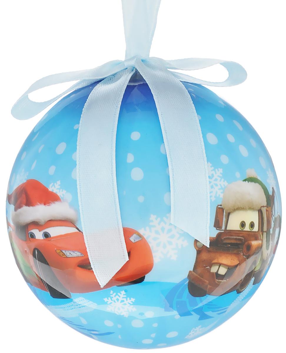 Новогоднее подвесное украшение Disney Тачки, цвет: голубой, белый, красный, диаметр 7,5 см09840-20.000.00Подвесное украшение Disney Тачки, выполненное из прочного пластика, прекрасно подойдет для праздничного декора вашей ели. Оригинальное новогоднее украшение в виде шара оформлено изображением героев мультфильма Тачки. С помощью специальной текстильной петельки его можно повесить в любом понравившемся вам месте. Но, конечно, удачнее всего такая игрушка будет смотреться на праздничной елке. Елочная игрушка - символ Нового года и Рождества. Она несет в себе волшебство и красоту праздника. Создайте в своем доме атмосферу веселья и радости, украшая новогоднюю елку нарядными игрушками, которые будут из года в год накапливать теплоту воспоминаний.