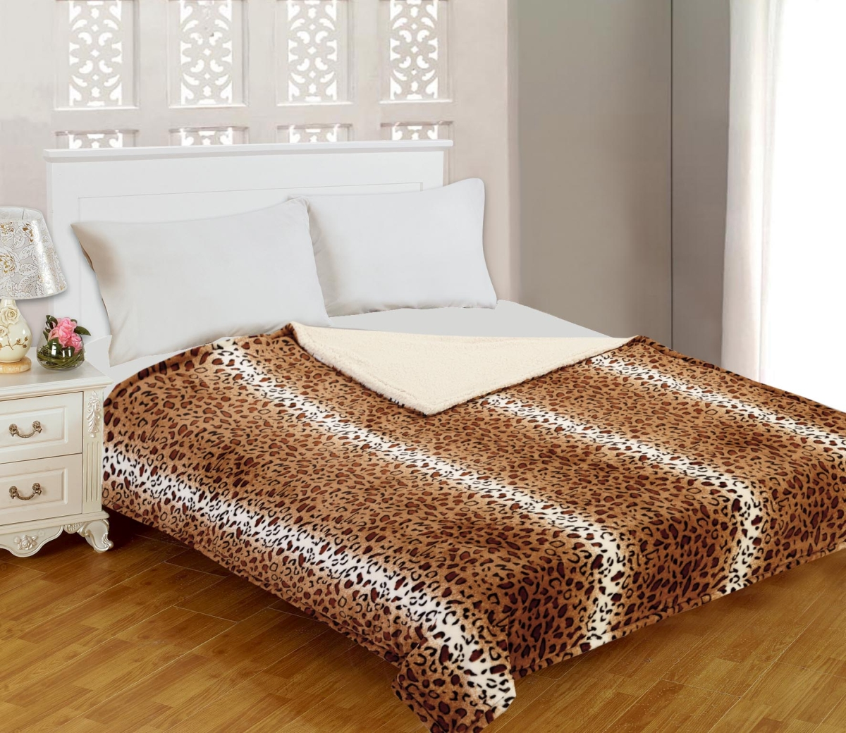Плед Buenas Noches Фланель. Royal Leopard, цвет: бежевый, коричневый, черный, 200 см х 220 смS03301004Двусторонний плед Buenas Noches Фланель. Royal Leopard - это идеальное решение для вашего интерьера! Он порадует вас легкостью, нежностью и разноплановыми дизайнами с двух сторон: одна сторона стилизована под окрас леопарда, а оборотная оформлена в однотонном цвете. Плед выполнен из 100% полиэстера. Полиэстер считается одной из самых популярных тканей. Это материал синтетического происхождения изполиэфирных волокон. Изделия из полиэстера не мнутся и легко стираются. После стирки очень быстро высыхают.Плед - это такой подарок, который будет всегда актуален, особенно для ваших родных и близких, ведь вы даритеим частичку своего тепла!Продукция торговой марки Buenas Noches сделана с особой заботой, специально для вас и уюта в вашем доме!