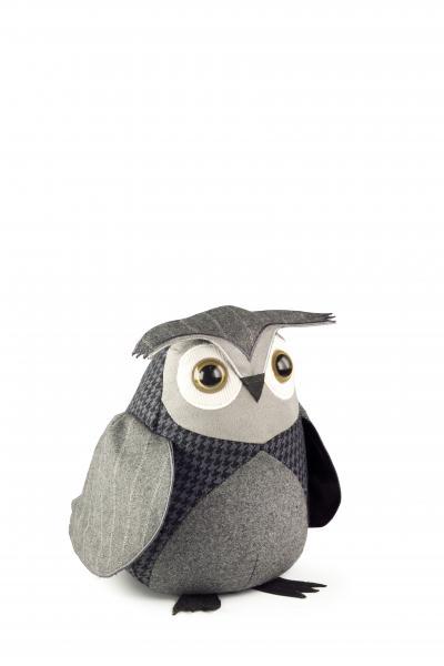 Стоппер для двери Andrews Little Owl, высота 20 см54 009312Оригинальный дверной стоппер Andrews Little Owl выполнен из шерсти. Благодаря наполнителю из песка стоппер тяжелый и устойчивый. Это поможет вам защитить двери и стены от различных повреждений, сколов и царапин. Такой ограничитель не только послужит по своему прямому назначению, но и стильно дополнит интерьер помещения. Высота: 20 см.