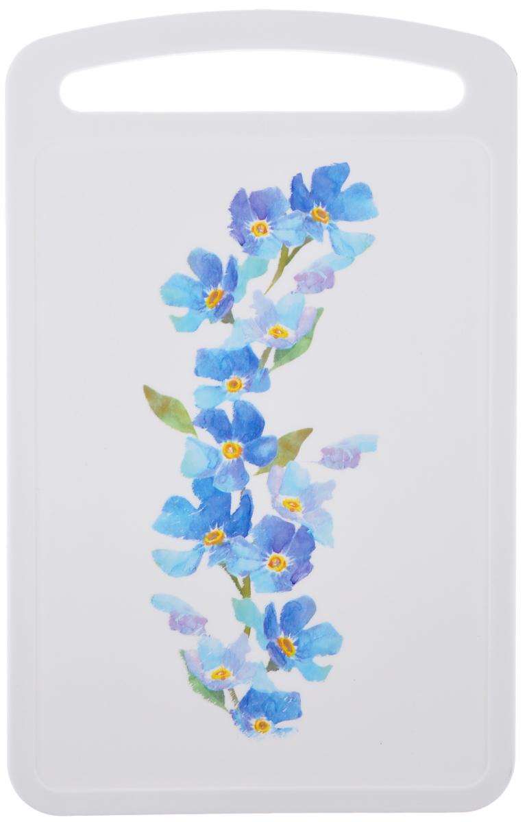 Доска разделочная Idea Голубые цветы, 24 см х 15 смМ 1574Разделочная доска Idea Голубые цветы, выполненная из высокопрочного пищевого полипропилена (пластика) и украшенная красивым цветочным рисунком, станет незаменимым атрибутом приготовления пищи. Доска устойчива к повреждениям и не впитывает запахи, идеально подходит для разделки мяса, рыбы, приготовления теста и для нарезки любых продуктов. Изделие снабжено ручкой и желобками по краю для стока жидкости.