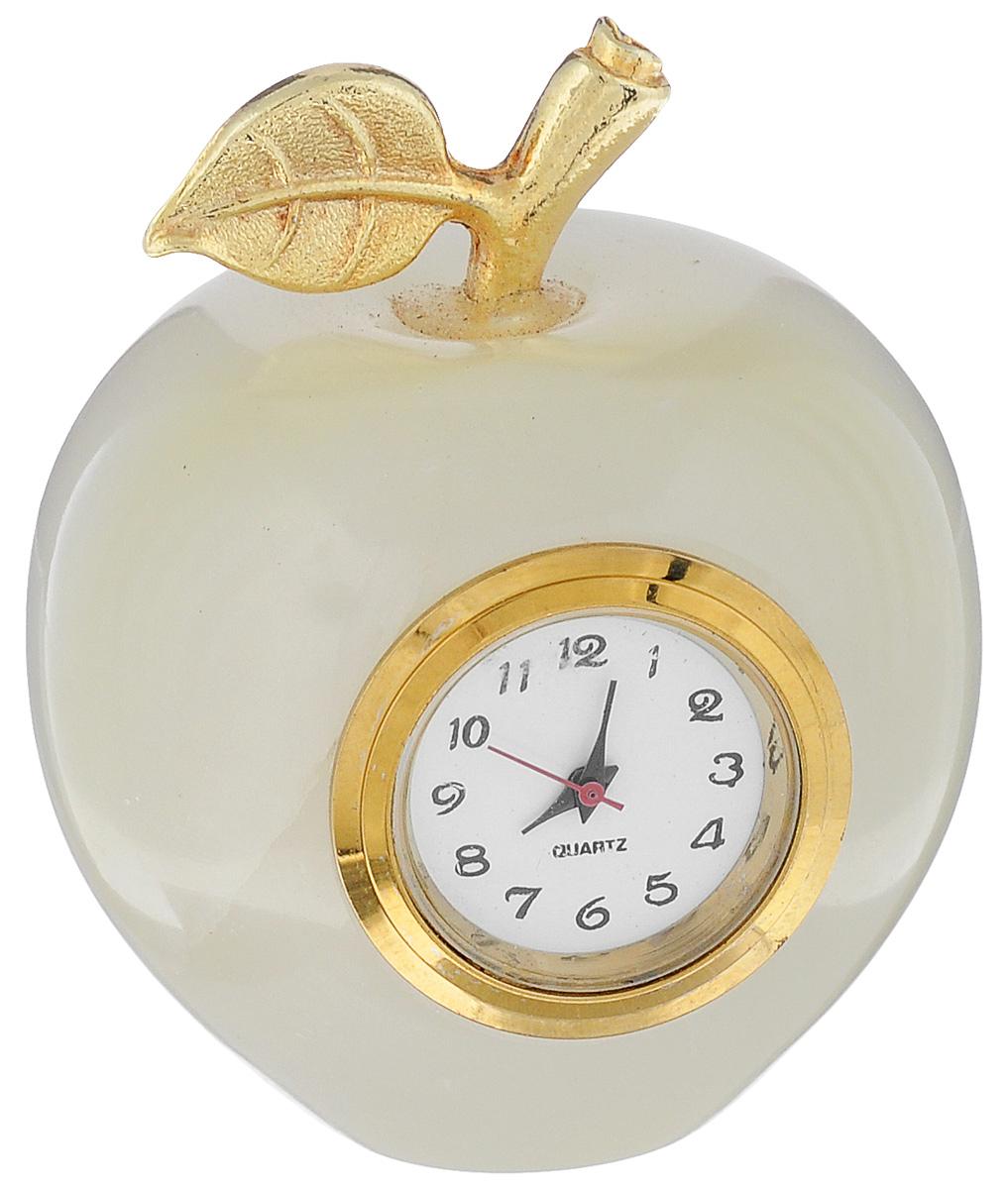 Часы Sima-land Яблоко. 241333BL505Часы Sima-land Яблоко прекрасно дополнят интерьер вашей комнаты. Корпус выполнен из натурального оникса. Циферблат круглой формы, оформленный арабскими цифрами, защищен стеклом. Благодаря устойчивой поверхности часы можно поставить в любое удобное для вас место. Часы работают от батарейки (входит в комплект).Диаметр циферблата: 2 см. УВАЖАЕМЫЕ КЛИЕНТЫ!Обращаем ваше внимание на тот факт, что цветовой оттенок товара может отличатся от представленного на изображении, поскольку корпус часов выполнен из натурального камня. Учитывайте это при оформлении заказа.