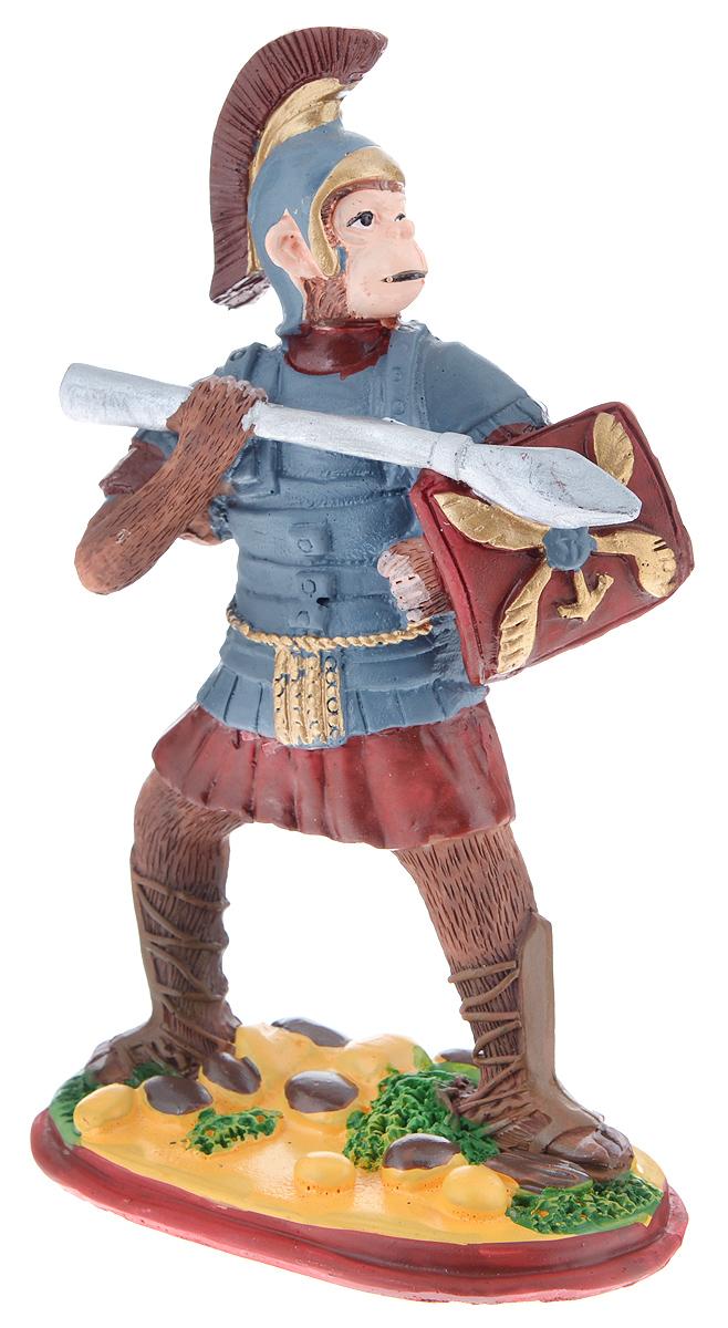 Фигурка декоративная Обезьяна. Римский воин, высота 12 смA5518AP-1SSНовогодняя декоративная фигурка Обезьяна. Римский воин станет оригинальным подарком для всех любителей стильных вещей. Сувенир выполнен из высококачественной полирезины в виде обезьяны с копьем. Изысканный сувенир станет прекрасным дополнением к интерьеру. Вы можете поставить фигурку в любом месте, где она будет удачно смотреться и радовать глаз.