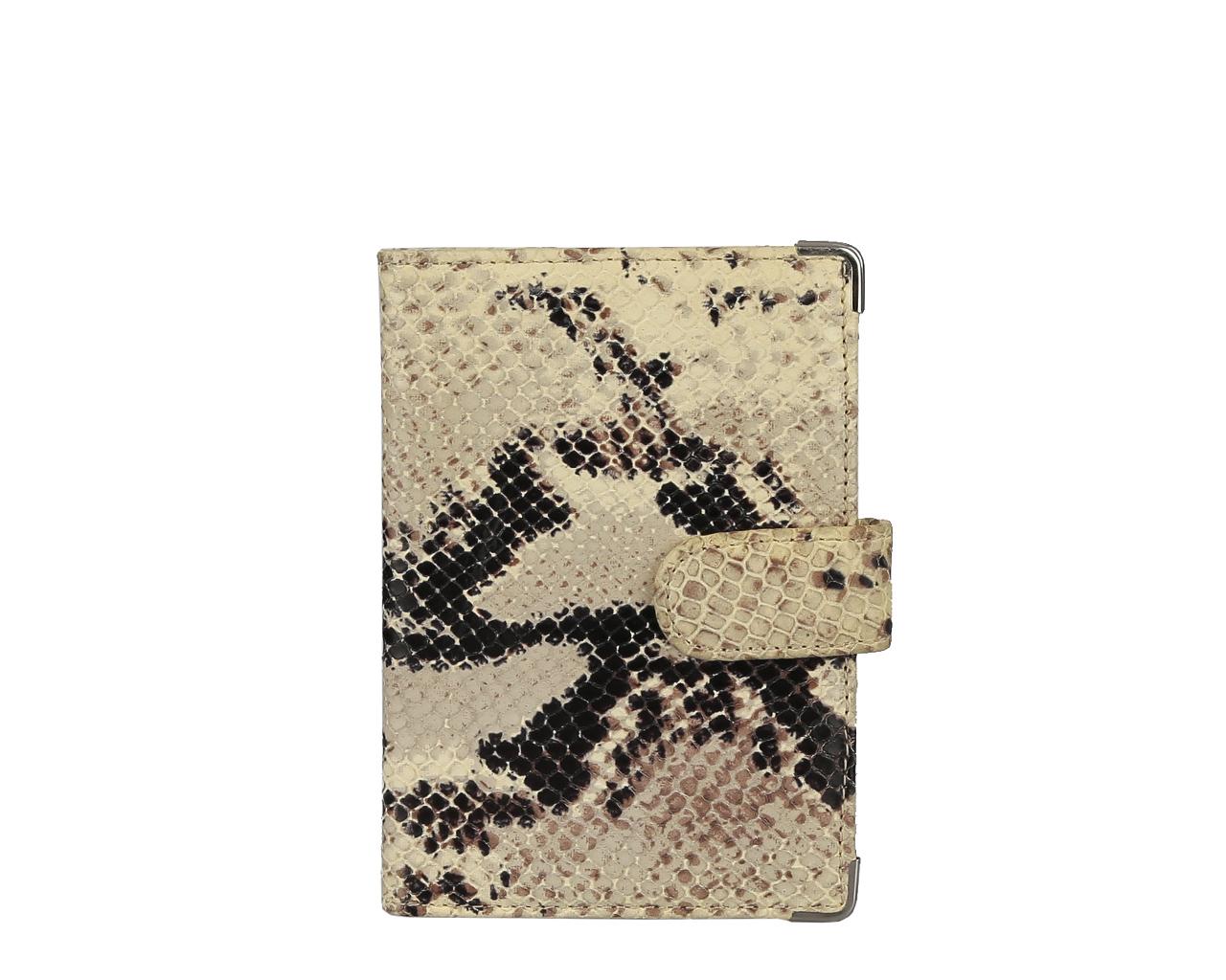 Обложка для документов женская Leo Ventoni, цвет: бежевый, коричневый. L330222-021-022_516Стильная обложка для документов Leo Ventoni выполнена из натуральной кожи с тиснением под питона, дополнена металлической фурнитурой.Изделие раскладывается пополам и закрывается хлястиком на кнопку. Внутри размещены два накладных кармана для паспорта и четыре кармана для кредитных карт.Изделие поставляется в фирменной упаковке.Оригинальная обложка для документов Leo Ventoni станет отличным подарком для человека, ценящего качественные и практичные вещи.