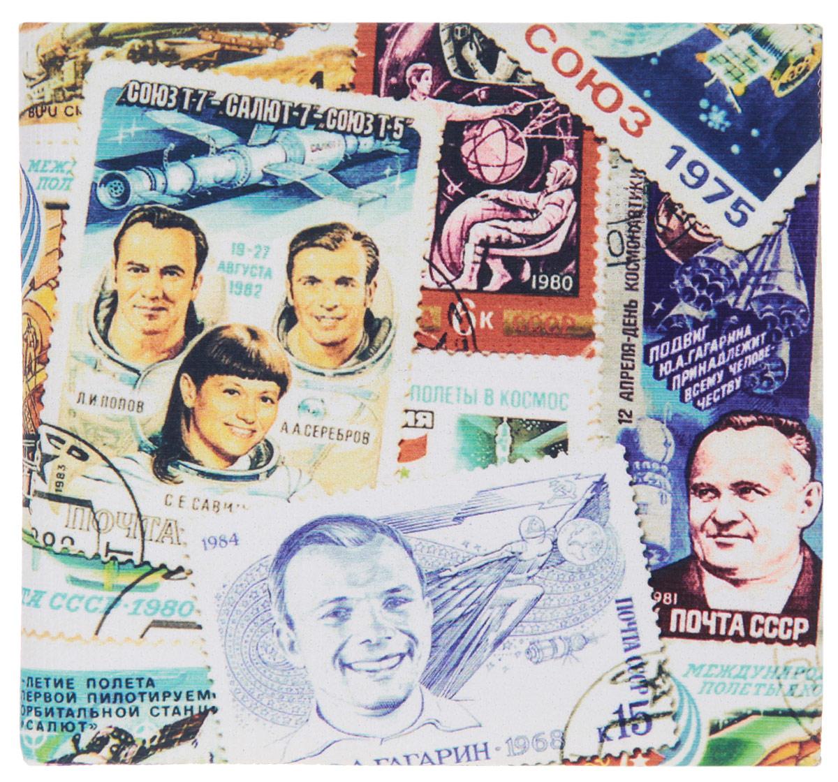 Кошелек Космос (марки). KZAM020BM8434-58AEАвторский, неповторимый кошелек от Mitya Veselkov Космос (марки) выполнен из синтетического материала и оформлен принтом в виде марок с изображением космонавтов.Кошелек раскладывается пополам и содержит отделение для купюр и два врезных кармана для кредитных карт или визиток.Стильный кошелек Mitya Veselkov Космос (марки) станет отличным подарком для творческого человека.