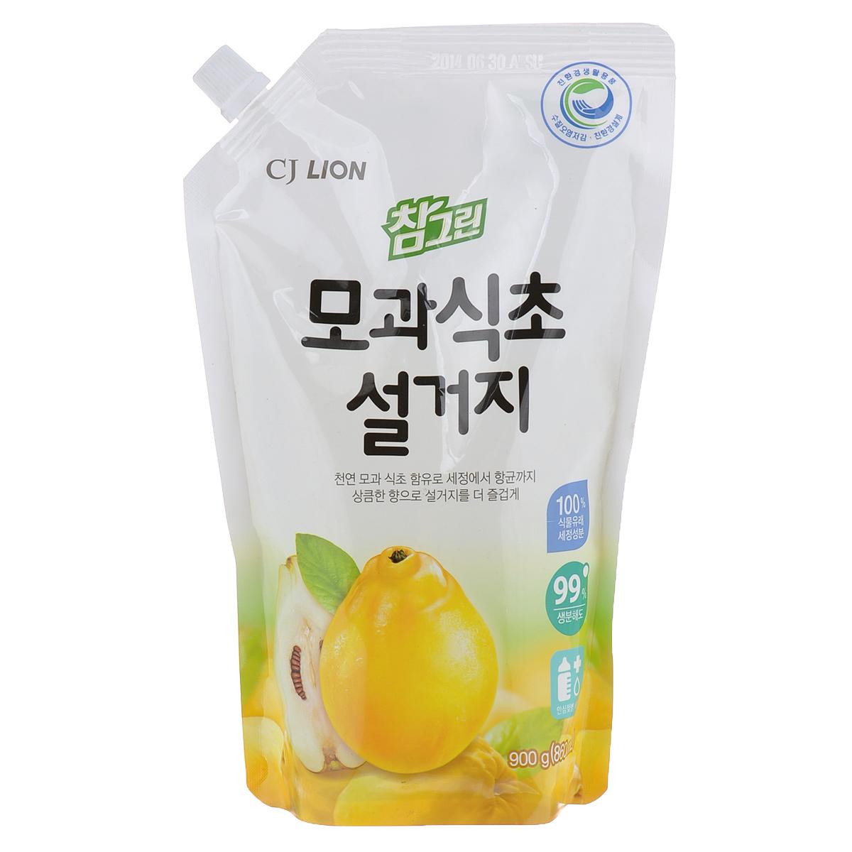 Средство для мытья посуды Cj Lion Chamgreen, айва, 860 мл790009Средство Cj Lion Chamgreen для мытья посуды, овощей и фруктов - это средство премиум класса, в состав которого входят природный экстракт айвы и моющие компоненты 100% растительного происхождения.Ключевые преимущества: - Удаление микробов на 99,9% - поэтому идеально подходит даже для мытья детских бутылочек;- Безопасность полного ополаскивания за 5 секунд - удаляются остатки компонентов, разрушающих жиры и чистящего средства;- Увлажнение и защита кожи рук - благодаря 100% растительному моющему составу и добавкам растительного происхождения для защиты кожи рук;- Идеально для мытья посуды, кухонной утвари, а также овощей и фруктов.Состав: ПАВ 21% (высшие спирты на растительной основе, высшие амины на растительной основе, растительный состав неионогенный и др.), эссенция айвы, средство для защиты рук и другие компоненты 79%.Товар сертифицирован.