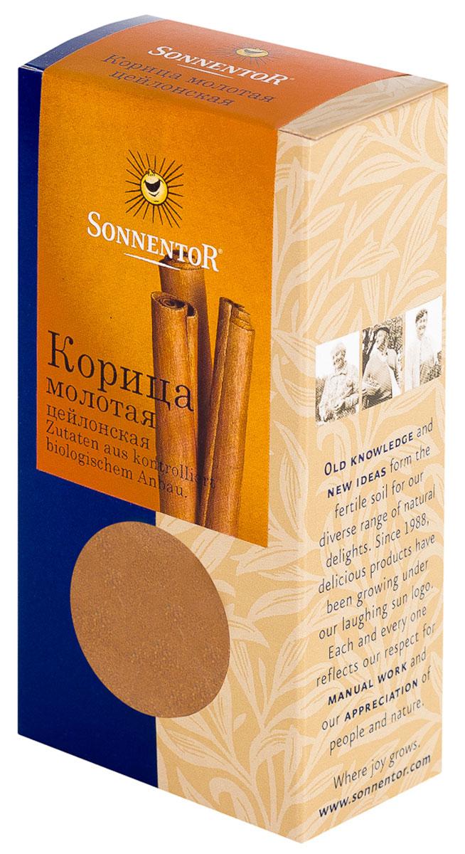 Sonnentor Корица молотая, цейлонская, 40 г0120710Теплый, древесно-сладкий аромат Sonnentor Корицы - это аромат детства: бабушкин яблочный рулет, компот из сухофруктов и запеченные яблоки с медом. Это аромат воскресного утра - горячих булочек и свежесваренного кофе, чью кислинку смягчает эта пряность. Это аромат приключений - аромат сладкого кус-куса и эфиопской смеси Бербере для рагу из баранины, в состав которых она непременно входит. Аромат корицы - это аромат воспоминаний. Цейлонская корица обладает нежным ароматом и менее жгучим вкусом, в котором нет резкости. В домашней кулинарии ее часто кладут во все блюда вместе с сахаром. Благодаря нежному аромату и вкусу цейлонская корица прекрасно сочетается с разными острыми и терпкими пряностями. Эту пряность чаще всего добавляют в различную выпечку, фруктовые салаты, фруктовые, овощные и молочные супы, в сладости, пловы, сладкие каши, десерты. Неплохо проявляет она себя в блюдах из свинины, баранины, домашней птицы. Корицу можно добавить в винные и фруктовые соусы, использовать при консервировании ягод, мариновании грибов и засолке овощей. Корица - незаменимая специя при приготовлении глинтвейна.