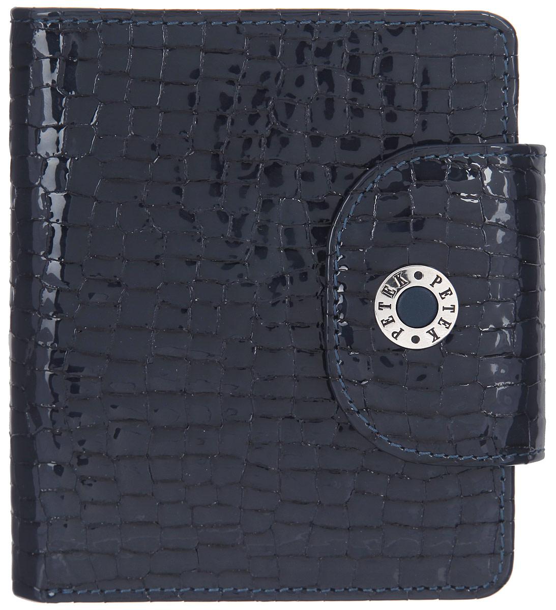 Портмоне женское Petek 1855, цвет: темно-синий. 346.091.08BM8434-58AEСтильное женское портмоне Petek 1855 выполнено из натуральной кожи и декорировано тиснением под кожу рептилии.Портмоне закрывается хлястиком на застежку-кнопку, на хлястике расположена металлическая пластина с гравировкой в виде названия бренда.Портмоне содержит четыре кармашка для кредиток или пластиковых карт, четыре потайных кармана, конверт  для монет, закрывающийся клапаном на застежку-кнопку, и два отделения для купюр.Изделие упаковано в фирменную коробку.Такое портмоне станет отличным подарком для человека, ценящего качественные и стильные вещи.