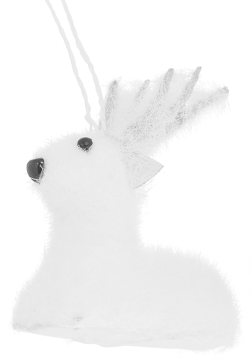 Новогоднее подвесное украшение Its a Happy Day Лесной олененок, цвет: белый, черный, 9 х 5 х 11 смK100Новогоднее подвесное украшение Its a Happy Day Лесной олененок выполнено из пенопласта и искусственного волокна в форме оленя. С помощью специальной петельки украшение можно повесить в любом понравившемся вам месте. Но, конечно, удачнее всего оно будет смотреться на праздничной елке.Елочная игрушка - символ Нового года. Она несет в себе волшебство и красоту праздника. Создайте в своем доме атмосферу веселья и радости, украшая новогоднюю елку нарядными игрушками, которые будут из года в год накапливать теплоту воспоминаний. Материал: пенопласт, искусственное волокно.