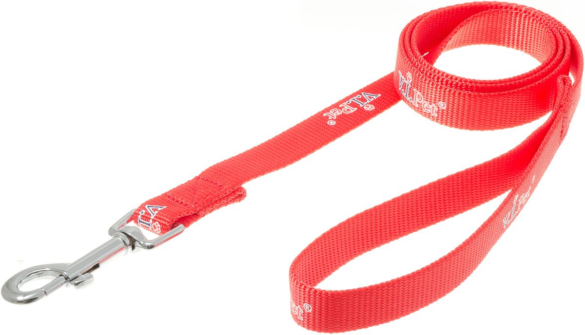 Поводок для собак V.I.Pet, цвет: красный, ширина 20 мм, длина 1,2 м0120710Поводок с карабином V.I.Pet, изготовленный из нейлона, предназначен для выставок и повседневного выгула. Материал поводка отличается повышенной прочностью, мало подвержен механическому воздействию, поэтому надолго сохранит аккуратный внешний вид и насыщенность цвета. Вращающийся вертлюг карабина предотвращает перекручивание поводка.