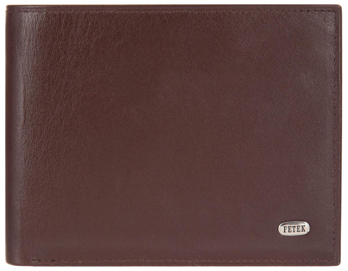 Портмоне мужское Petek 1855, цвет: коричневый. 290.000.222INT-06501Стильное мужское портмоне Petek выполнено из натуральной кожи и оформлено металлической фурнитурой с символикой бренда.Изделие раскладывается пополам. Внутри размещены два накладных кармана, два съемных вкладыша с двенадцатью файлами для кредитных карт.Изделие поставляется в фирменной упаковке.Стильное портмоне Petek станет отличным подарком для человека, ценящего качественные и практичные вещи.