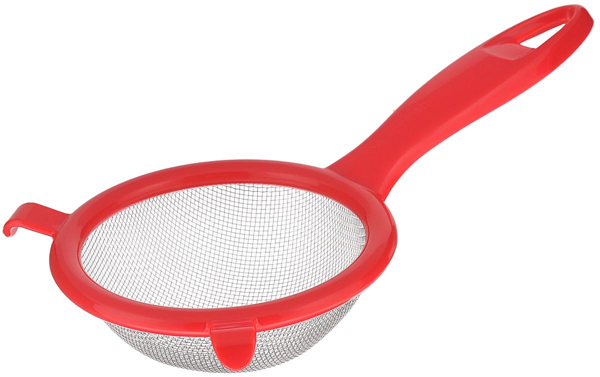 Сито Tescoma Presto, цвет: красный, диаметр 10 см115510Сито Tescoma Presto изготовлено из высококачественной нержавеющей стали и прочного пластика. Изделие снабжено двумя выступами для установки на кружку. Ручка снабжена отверстием для подвешивания на крючок. Сито предназначено для просеивания муки, промывания ягод. Такое сито станет незаменимым аксессуаром на вашей кухне. Можно мыть в посудомоечной машине. Диаметр сита: 10 см. Длина (с учетом ручки): 20 см.