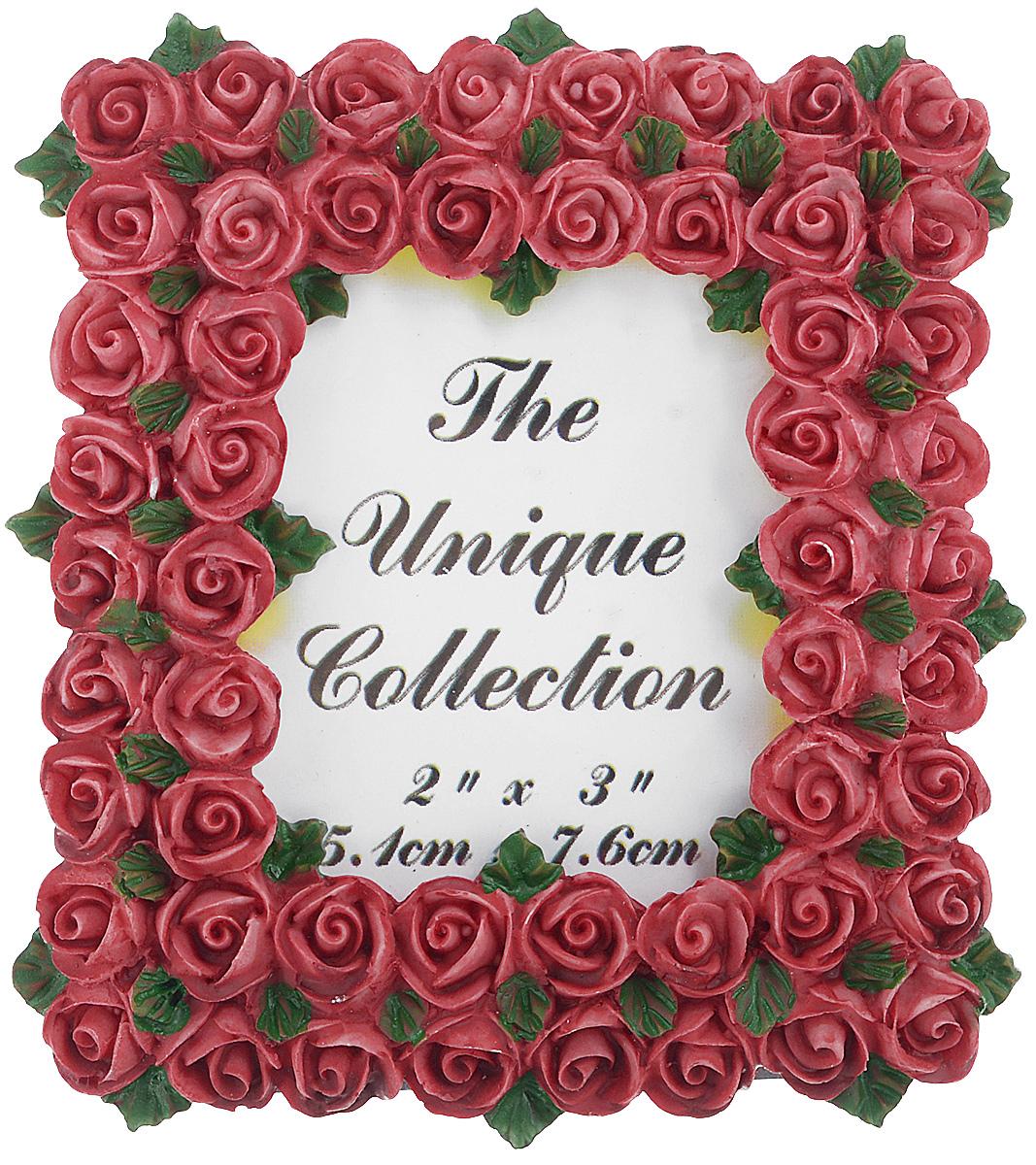 Декоративная фоторамка Home Queen Букет роз, цвет: бордовый, 5,1 см х 7,6 см64058_бордовыйДекоративная фоторамка Home Queen Букет роз поможет вам оригинально дополнить интерьер помещения. Фоторамка декорирована изображением роз. Задняя сторона оснащена ножкой для размещения на столе.Такая рамка позволит сохранить на память изображения дорогих вам людей и интересных событий вашей жизни, а также станет приятным подарком для каждого. Размер фотографии: 5,1 см х 7,6 см.Размер фоторамки: 8 см х 8,5 см.