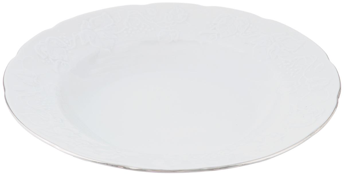 Тарелка глубокая La Rose Des Sables Vendanges, цвет: белый, серебристый, диаметр 22 см54 009303Тарелка La Rose Des Sables Vendanges, выполненная из высококачественного фарфора, декорирована рельефным изображением цветов. Изящный дизайн придется по вкусу и ценителям классики, и тем, кто предпочитает утонченность. Тарелка La Rose Des Sables Vendanges идеально подойдет для сервировки стола и станет отличным подарком к любому празднику.Не рекомендуется использовать в микроволновой печи и посудомоечных машинах.Диаметр тарелки (по верхнему краю): 22 см.Высота стенки: 3,5 см..