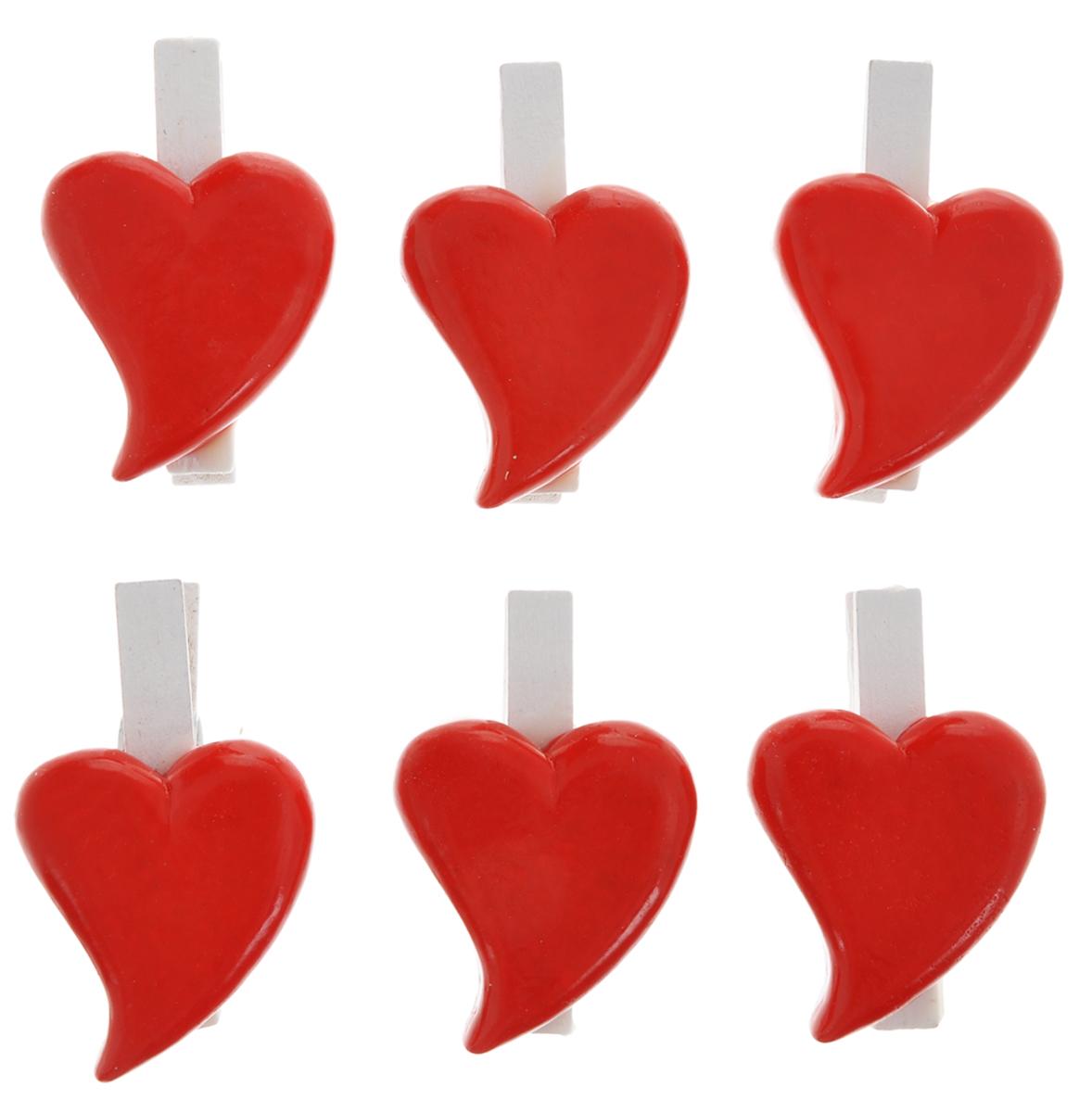 Набор декоративных прищепок Феникс-презент Влюбленные сердечки, 6 штK100Набор Феникс-презент Влюбленные сердечки состоит из 6 декоративных прищепок,выполненных из дерева. Прищепки оформлены фигурками из полирезины в виде сердец.Изделия используются для развешивания стикеров на веревке и маленьких игрушек, аоригинальность и веселые цвета прищепок будут радовать глаз и поднимут настроение.Такой набор станет прекрасным дополнением к оформлению вашего интерьера.Длина прищепки: 4,5 см.Размер фигурки: 3,5 см х 3 см х 0,7 см.