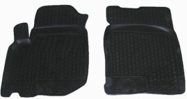 Коврики в салон автомобиля L.Locker, для ТАГАЗ Road Partner (08-), передние, 2 штВетерок 2ГФКоврики L.Locker производятся индивидуально для каждой модели автомобиля из современного и экологически чистого материала. Изделия точно повторяют геометрию пола автомобиля, имеют высокий борт, обладают повышенной износоустойчивостью, антискользящими свойствами, лишены резкого запаха и сохраняют свои потребительские свойства в широком диапазоне температур (от -50°С до +80°С). Рисунок ковриков специально спроектирован для уменьшения скольжения ног водителя и имеет достаточную глубину, препятствующую свободному перемещению жидкости и грязи на поверхности. Одновременно с этим рисунок не создает дискомфорта при вождении автомобиля. Водительский ковер с предустановленными креплениями фиксируется на штатные места в полу салона автомобиля. Новая технология системы креплений герметична, не дает влаге и грязи проникать внутрь через крепеж на обшивку пола.