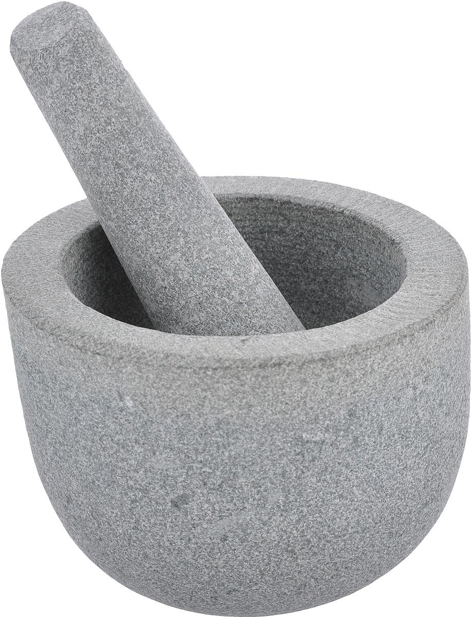 Ступка с пестиком Kesper, из гранита94672Ступка с пестиком Kesper предназначены для измельчения различных пряностей, специй и трав, орехов, чеснока, каперсов, отлично подходят для приготовления традиционного соуса песто. Изделия выполнены из высококачественного натурального гранита. Этот материал гигиеничен и невероятно прочен, он не впитывает влагу и запахи. Ступка имеет слегка скошенный край. Для эффективного размельчения поверхность изделий шероховатая. С таким набором вы с легкостью добьетесь необходимой вам консистенции продукта.Диаметр ступки (по верхнему краю): 13 см.Внутренний диаметр ступки: 9,5 см.Диаметр основания: 7,5 см.Максимальная высота ступки: 10 см.Длина пестика: 13,5 см.