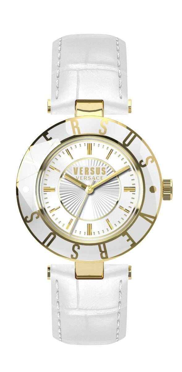 Часы женские наручные Versus Versace, цвет: белый, золотистый. SP81BM8434-58AEОригинальные женские часы Versus Versace выполнены из нержавеющей стали, натуральной кожи и минерального стекла. Изделие дополнено символикой бренда и ремешком из натуральной кожи с тиснением под рептилию.Корпус часов выполнен из нержавеющей стали, дополнен минеральным стеклом и имеет степень влагозащиты равную 3 atm. Ремешок дополнен практичной пряжкой, которая позволит моментально снимать и одевать часы без лишних усилий.Часы поставляются в фирменной упаковке.Часы Versus Versace подчеркнут изящность женской руки и отменное чувство стиля у их обладательницы.