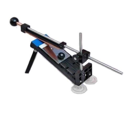 Станок точильный Ganzo Touch Pro832324_черныйGanzo Touch Pro — универсальный точильный инструмент для работы с широким спектром лезвий, вне зависимости от их ширины и заточки (прямая, серрейторная). Комплектация включает в себя основание, фиксируемое на рабочей поверхности опорными ножками и присосками, направляющую для выдержки нужного угла и оптимальный набор точильных камней разной гридности, который всегда можно дополнить и разнообразить.На сегодняшний день существует множество приспособлений для заточки ножей и других инструментов, нуждающихся в поддержании остроты. Каждая из существующих точилок обещает нам непревзойденный эффект и универсальность, однако, практика многих пользователей показывает, что большинство точильных инструментов весьма ограничены в своих возможностях, либо полученный эффект носит весьма краткосрочный характер. И чем чаще мы реанимируем свои ножи, тем больше мы причиняем им вреда, беспощадно уничтожая режущую кромку, оставляя заусенцы и повреждения.Феноменальная задумка универсального приспособления для заточки любых лезвий наконец-то реализована в качественном и недорогом воплощении - Ganzo Touch Pro. С инструментом легко и приятно работать, а результат работы несомненно вас порадует. Благодаря понятной инструкции и эргономичному дизайну, даже начинающий мастер сможет быстро освоить основы процесса качественной заточки. Конструкция легко и быстро приводится в состояние готовности, и также оперативно разбирается. Ухода особого не требует — достаточно будет промыть точильные камни и сложить все части точилки в фирменный чехол. Органайзер дает отличную возможность для безопасной транспортировки инструмента, например, можно взять Ganzo Touch Pro с собой на дачу и не переживать за сохранность и наличие всех необходимых деталей.По мере необходимости всегда есть возможность дополнить существующий набор брусков с требуемой степенью зернистости. Используя различные варианты гридности, вы сможете не только поддерживать постоянную остроту ножей, н