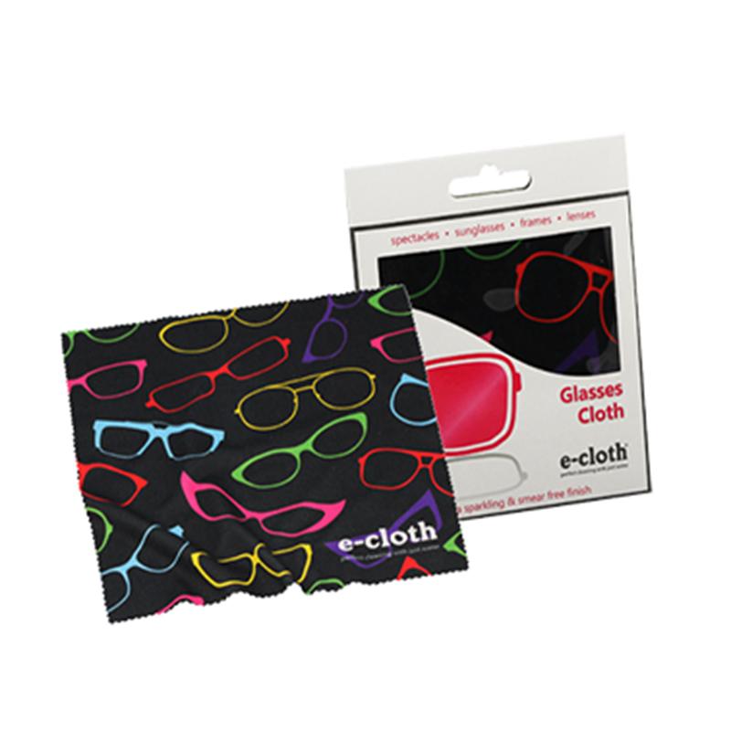 Салфетка для очков E-cloth, 19 х 19 смWS 7064Салфетка E-cloth состоит на 80% из полиэстера и на 20% из полиамида. Мягкая ткань легко удаляет следы от пальцев с линз и оправ. Салфетка так же идеально подходит для очистки объективов фото и видеокамер. Изделие выдерживает до 300 циклов стирки без потери эффективности. Можно стирать в стиральной машине. Размер: 19 см х 19 см.