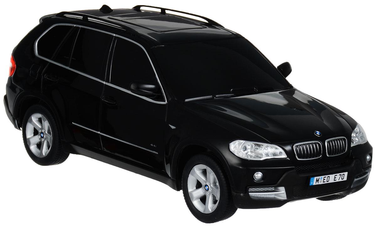 """Радиоуправляемая модель Rastar """"BMW X5"""" станет отличным подарком любому мальчику! Все дети хотят иметь в наборе своих игрушек ослепительные, невероятные и крутые автомобили на радиоуправлении. Тем более, если это автомобиль известной марки с проработкой всех деталей, удивляющий приятным качеством и видом. Одной из таких моделей является автомобиль на радиоуправлении Rastar """"BMW X5"""". Это точная копия настоящего авто в масштабе 1:18. Авто обладает неповторимым провокационным стилем и спортивным характером. А серьезные габариты придают реалистичность в управлении. Автомобиль отличается потрясающей маневренностью, динамикой и покладистостью. Возможные движения: вперед, назад, вправо, влево, остановка. Имеются световые эффекты. Пульт управления работает на частоте 27 MHz. Для работы игрушки необходимы 4 батарейки типа АА (не входят в комплект). Для работы пульта управления необходима 1 батарейка 9V (6F22) (не входит в комплект)."""