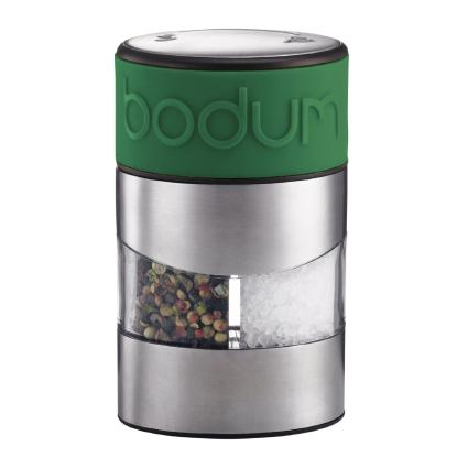 Мельница для перца и соли Bodum Twin, цвет: зеленый21395560Мельница для перца и соли Bodum Twin, выполненная из прозрачного стекла и нержавеющей стали, позволяет солить и перчить одновременно. В верхней части мельницы имеется цветная силиконовая вставка. Мельница легка в использовании: одним поворотом силиконовой части мельницы приспособление переключается с солонки на перечницу, и вы сможете поперчить или добавить соль по своему вкусу в любое блюдо. Прочный керамический механизм позволяет молоть практически без усилий. Благодаря прозрачной конструкции легко определить, когда соль или перец заканчиваются. Оригинальная мельница модного дизайна будет отлично смотреться на вашей кухне и станет незаменимым предметом при приготовлении пищи.Мельниц уже содержит внутри соль и перец.Размер мельницы: 6,5 см х 6,5 см х 11 см.