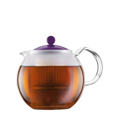 Чайник заварочный Bodum Assam, с фильтром, цвет: фиолетовый, 1 лFS-91909Заварочный чайник Bodum Assam изготовлен из высококачественного стекла, пластика и нержавеющей стали. Изделие оснащено фильтром, благодаря которому задерживает чаинки и предотвращает попадание их в чашку. Прозрачный корпус обеспечивает легкую очистку. Чайник поможет заварить крепкий ароматный чай и великолепно украсит стол к чаепитию. Можно мыть в посудомоечной машине.