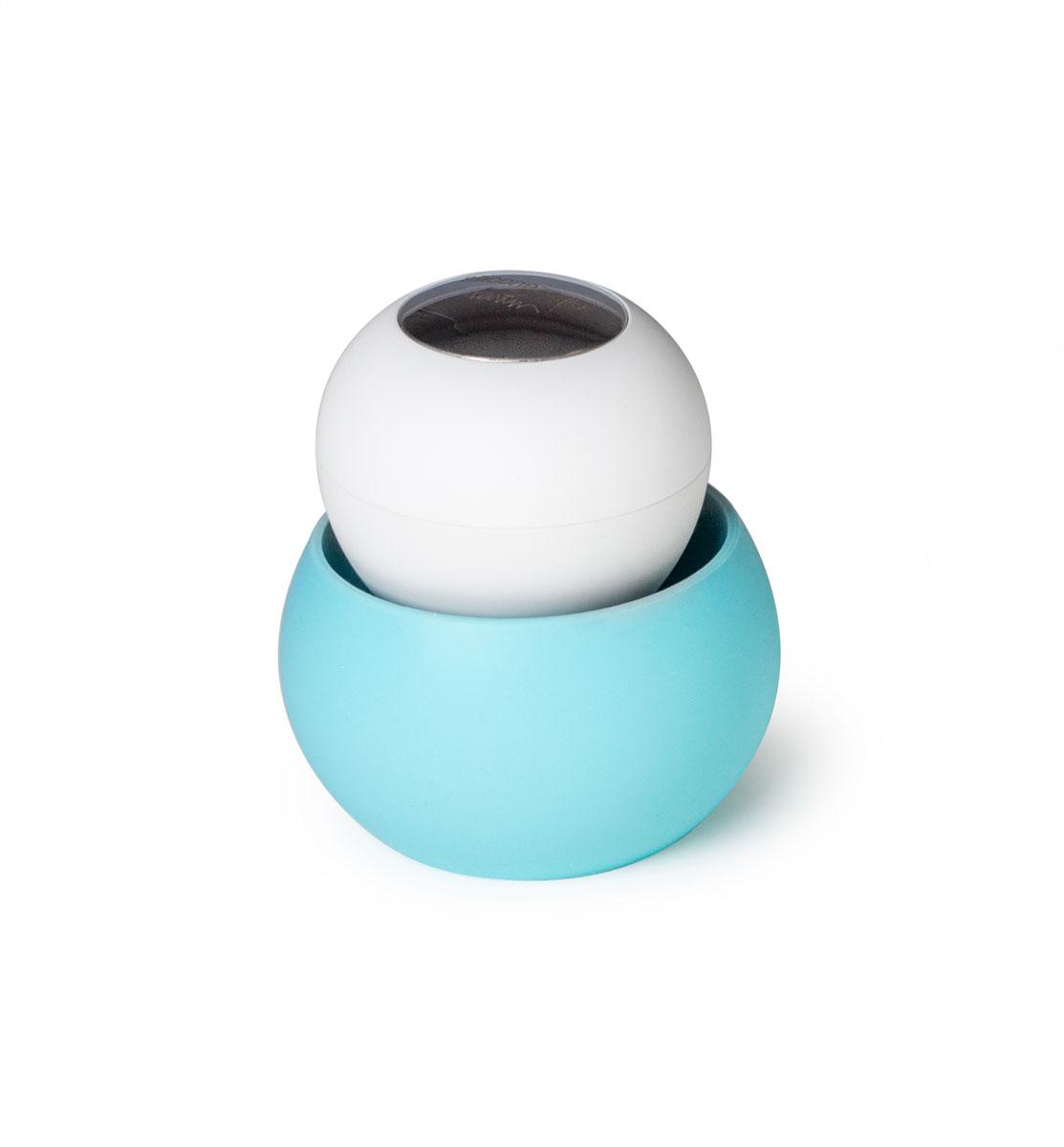 Щетка для мытья посуды SiliconeZone, цвет: голубой, белый, 9 х 9,5 смK100Щетка проста в использовании, ее ручка не скользит и легко помещается в руках, а мягкая нейлоновая щетина эффективно чистит. Нержавеющая сталь на крышке позволяет нейтрализовать любые запахи, которые руки могут приобретать во время чистки посуды. Силиконовая подставка предназначена для сбора лишней воды, чтобы держать столешницу в чистоте все время.