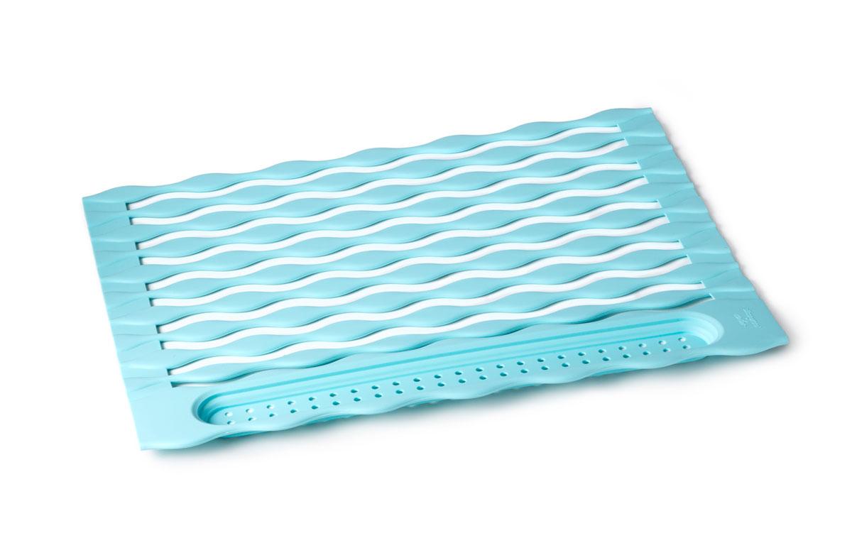 Подставка для посуды SiliconeZone, цвет: голубой, 32 х 45 см532-152Силиконовый сворачиваемый коврик предназначен для сушки посуды, он легко разворачивается, и устанавливается над раковиной. На его волнистую поверхность вы сможете разместить вымытую посуду, бокалы, столовые приборы, которые легко помещаются в карман в конце рулона. При этом вода беспрепятственно сливается.