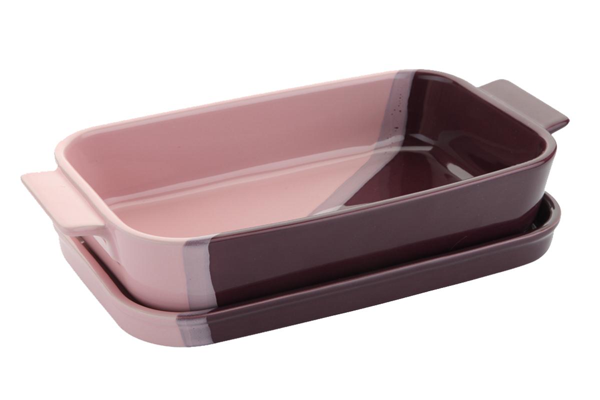 Кастрюля керамическая Augustin Welz с крышкой, цвет: розовый, сиреневый, фиолетовый, 1,7 л. AW-2303FS-80418Кастрюля Augustin Welz выполнена из керамики, покрытой глазурью. Идущая в комплекте крышка делает кастрюлю идеальной для хранения приготовленного блюда в холодильнике или морозильной камере. Кроме того, крышка может быть использована как отдельная форма для запекания, разогрева и подачи блюда. Изящная трехцветная кастрюля идеально подходит не только для готовки, но для сервировки любого стола.Кастрюлю можно использовать в духовке и в микроволновых печах, а так же мыть в посудомоечных машинах. Не рекомендуется использовать абразивные чистящие средства и металлические губки.Размер кастрюли по верхнему краю: 29 см х 23 см. Высота кастрюли: 6 см. Объем кастрюли: 1,7 л. Размер крышки: 24 см х 24 см. Высота крышки: 3 см.