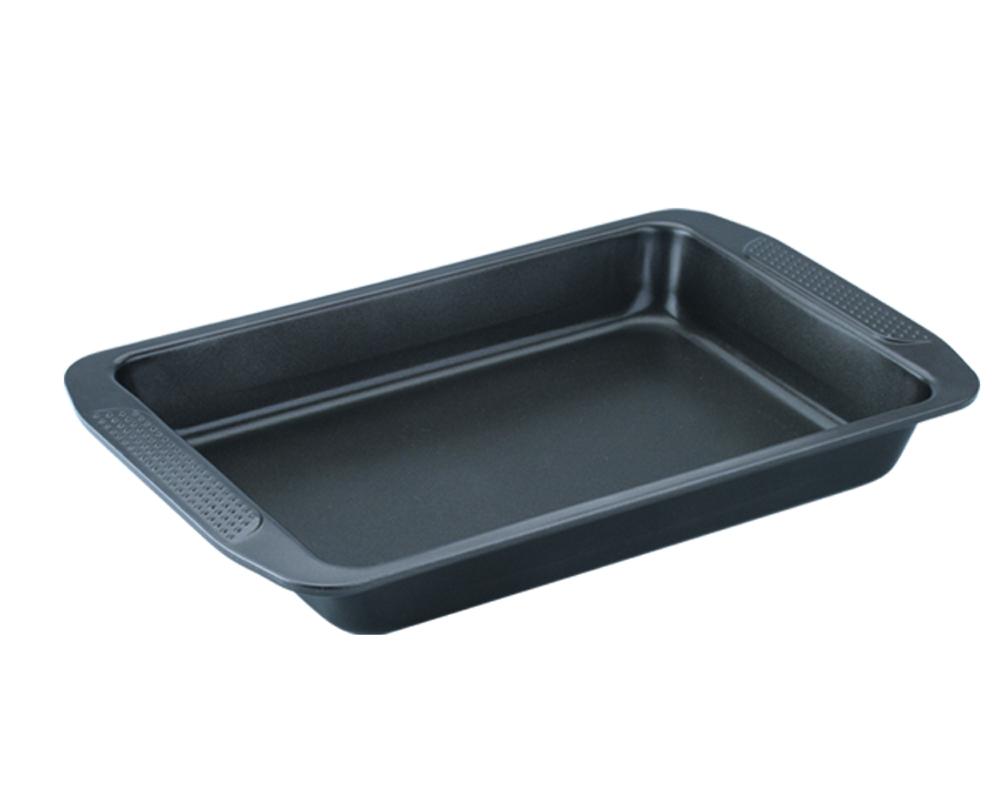 Форма для выпечки Dekok, с антипригарным покрытием, цвет: черный, 40 см х 25,5 см х 5 см54 009312Форма Dekok будет отличным выбором для всех любителей домашней выпечки. Особое высокотехнологичное антипригарное покрытие обеспечивает моментальное снятие выпечки с противня, его легкую очистку после использования. В форме используется углеродистая сталь 0,8 мм с антипригарным покрытием, которая производится без использования перфлюоро-октановой кислоты. Форма выдерживает температуру от 230°C - 450°C. Подходит для использования в духовке. Можно мыть в посудомоечной машине, не рекомендовано использование абразивных чистящих средств. Использовать только пластиковые, деревянные или силиконовые аксессуары.Для смазывания и присыпки противня следуйте рецепту или инструкции на упаковке полуфабрикатов. Не рекомендуется использовать кулинарные спреи. С такой формой вы всегда сможете порадовать своих близких оригинальной выпечкой.
