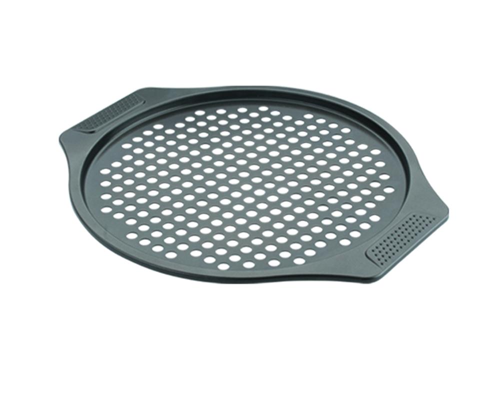 Форма для пиццы Dekok, перфорированная, с антипригарным покрытием, диаметр 30 смBW-102Круглая форма для пиццы Dekok изготовлена из углеродистой стали с антипригарным покрытием Xylan. Покрытие экологичное и безопасное для здоровья, оно не содержит примеси PFOA, свинца и кадмия. Дно формы перфорированное. Благодаря антипригарному покрытию нет необходимости использовать подсолнечное масло. Пища не пригорает и не прилипает к стенкам, легко достается из формы, сохраняя при этом аккуратный внешний вид. Изделие снабжено удобными ручками. Оно прослужит долго и обеспечит легкое и удобное приготовление вашей любимой пиццы. Можно использовать в духовом шкафу при температуре до 230°С. Внутренний диаметр формы: 30 см.Размер формы с учетом ручек: 38,5 см х 33,5 см х 1,3 см.