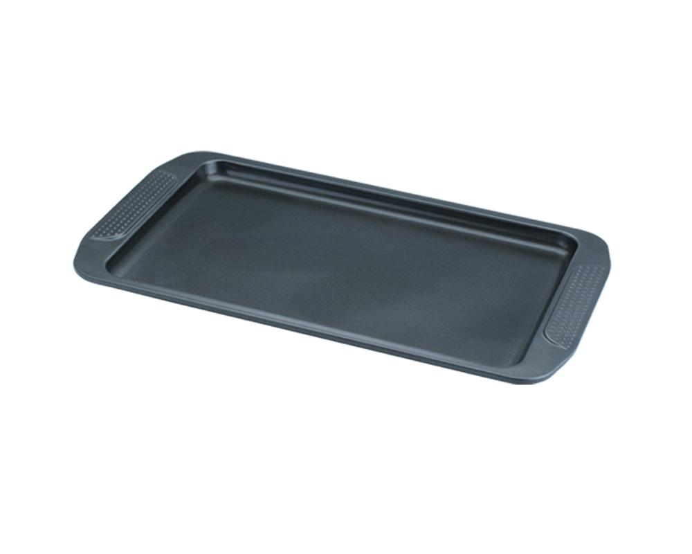 Форма для выпечки Dekok, с антипригарным покрытием, цвет: черный, 40 х 26 х 1,5 см54 009312Форма Dekok будет отличным выбором для всех любителей домашней выпечки. Особое высокотехнологичное антипригарное покрытие обеспечивает моментальное снятие выпечки с противня, его легкую очистку после использования. В форме используется углеродистая сталь 0,8 мм с антипригарным покрытием, которая производится без использования перфлюоро-октановой кислоты. Форма выдерживает температуру от 230°C - 450°C. Подходит для использования в духовке. Можно мыть в посудомоечной машине, не рекомендовано использование абразивных чистящих средств. Использовать только пластиковые, деревянные или силиконовые аксессуары.Для смазывания и присыпки противня следуйте рецепту или инструкции на упаковке полуфабрикатов. Не рекомендуется использовать кулинарные спреи. С такой формой вы всегда сможете порадовать своих близких оригинальной выпечкой.