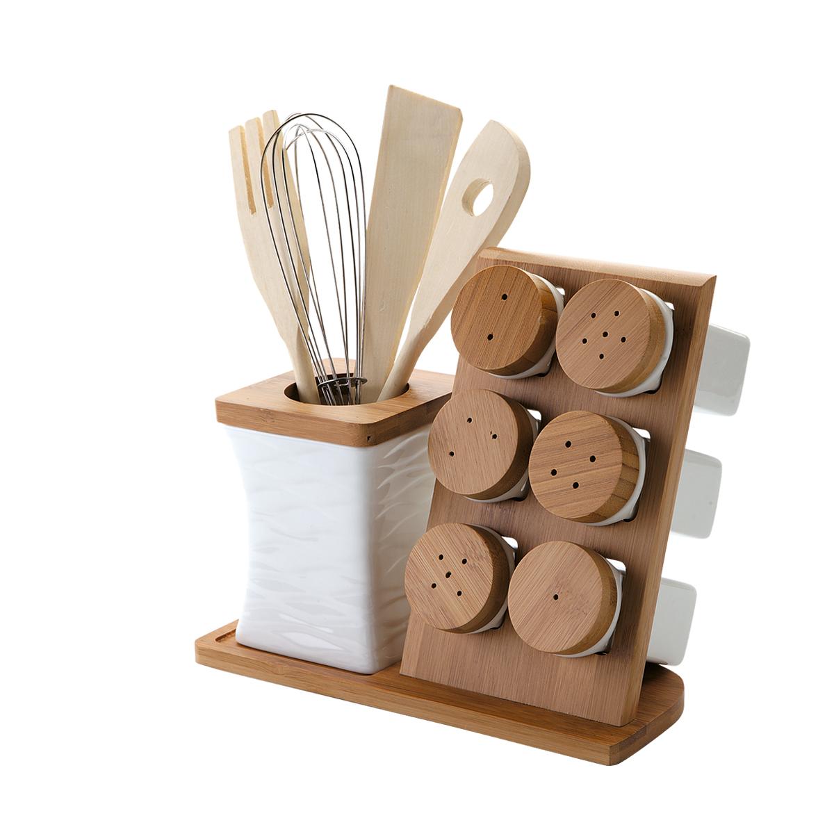 Набор кухонных принадлежностей Dekok, 12 предметовPW-2719Набор кухонных принадлежностей Dekok состоит из лопатки, ложки с отверстием, вилки, венчика, 3 солонок, 3 перечниц и двух подставок. Лопатка, вилка и ложка выполнены из дерева и предназначены для переворачивания и перемешивания различных блюд. Металлический венчик будет незаменим для приготовления теста или крема. Эти предметы хранятся в отдельной подставке в виде стакана, выполненной из фарфора и бамбука.Солонки и перечницы располагаются на подставке со специальными ячейками. Оригинальный дизайн, эстетичность и функциональность набора позволят ему стать достойным дополнением к кухонному инвентарю.Длина лопатки, вилки, ложки: 25,5 см. Длина венчика: 25 см. Размер подставки для приборов: 8,5 см х 8,5 см х 11,5 см. Высота солонки, перечницы: 9,2 см. Диаметр солонки, перечницы (по верхнему краю): 4,7 см. Размер подставки: 23,5 см х 10,8 см х 20 см.