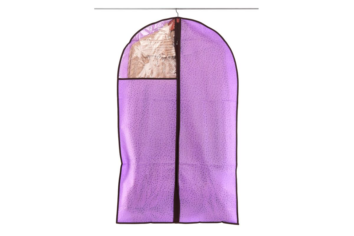 Чехол для одежды El Casa Звезды, подвесной, цвет: фиолетовый, 60 х 100 см41619Подвесной чехол для одежды El Casa Звезды изготовлен из высококачественного нетканого материала, который обеспечивает естественную вентиляцию, позволяя воздуху проникать внутрь, но не пропускает пыль. Чехол очень удобен в использовании, а благодаря его форме, одежда не мнетсядаже при длительном хранении. Специальная прозрачная вставка позволяет видеть содержимое внутри чехла, не открывая его. Изделие легко открывается и закрывается застежкой-молнией. Чехол для одежды будет очень полезен при транспортировке вещей на близкие и дальниерасстояния, при длительном хранении сезонной одежды, а также при ежедневном хранениивещей из деликатных тканей.