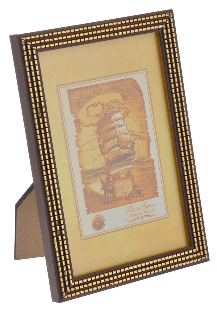 Фоторамка Pioneer Meggy, цвет: коричневый, золотистый, 10 см х 15 смБрелок для ключейФоторамка Pioneer Meggy выполнена в классическом стиле из натурального дерева и стекла, защищающего фотографию. Оборотная сторона рамки оснащена специальной ножкой, благодаря которой ее можно поставить на стол или любое другое место в доме или офисе. Также на изделие имеются два специальных отверстия для подвешивания. Такая фоторамка поможет вам оригинально и стильно дополнить интерьер помещения, а также позволит сохранить память о дорогих вам людях и интересных событиях вашей жизни.