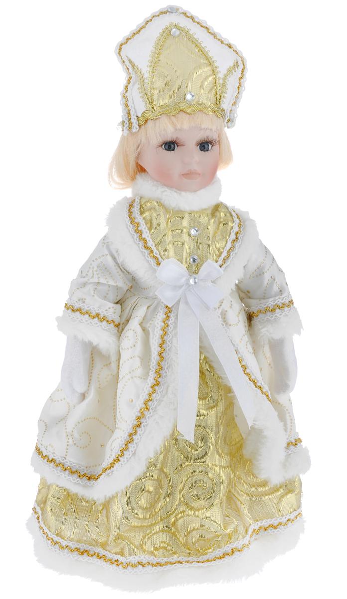 Новогодняя декоративная фигурка Феникс-презент Снегурочка, на подставке, высота 30 см. 39087RSP-202SВеликолепная кукла Феникс-презент Снегурочка, выполненная из высококачественной керамики, займет достойное место в вашей коллекции. Туловище куклы мягконабивное. Лицо с трогательным взглядом обрамлено пышными ресницами, а светлые волосы заплетены в длинную косу. Кукла максимально приближена к живому прототипу - юной леди с румянцем на щеках. Снегурочка наряжена в роскошную шубку белого цвета, украшенную тесьмой, изящными узорами и стразами. Кукла одета в белые панталоны. На ногах - бежевые башмачки из искусственной кожи. На голове - кокошник, декорированный стразами и тесьмой. Кукла установлена на подставку, благодаря которой вы можете поместить ее в любом понравившемся вам месте. Такая фигурка станет чудесным подарком на Новый год.