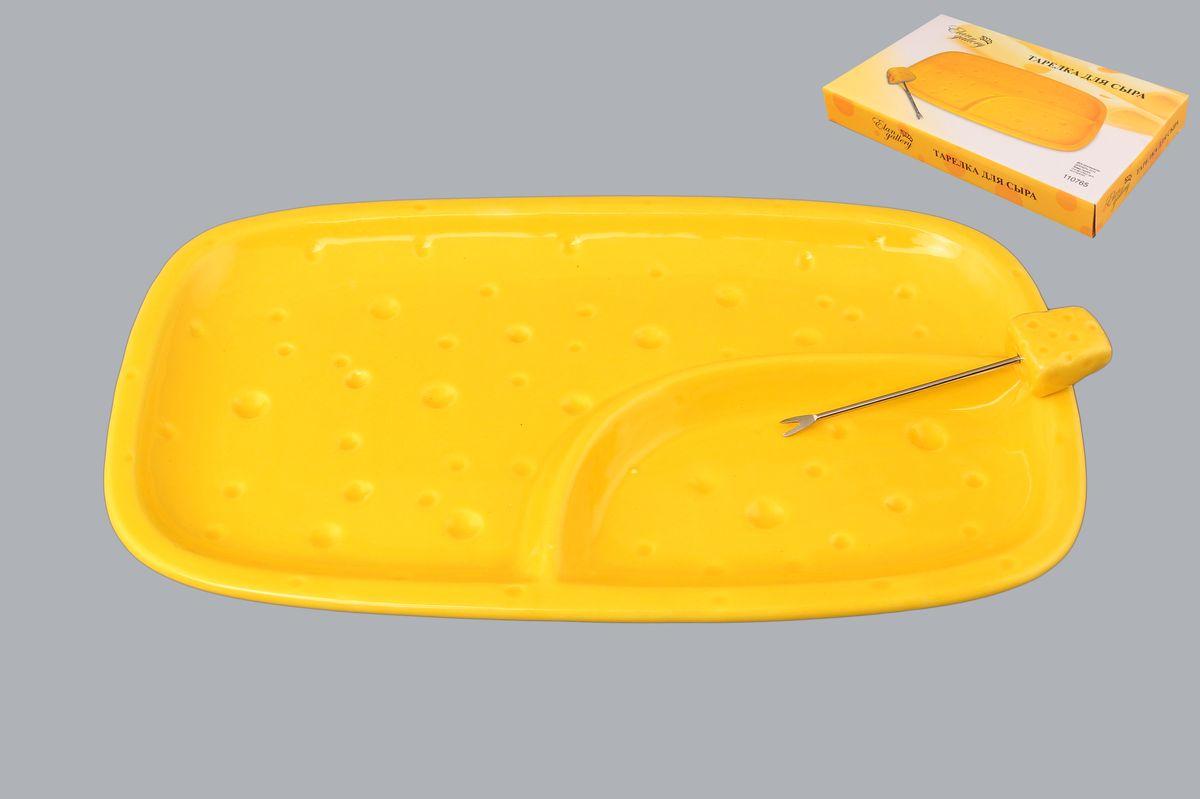Тарелка для сыра Elan Gallery, 2-секционная, с вилкой, 26 х 15 смVT-1520(SR)Тарелка для сыра Elan Gallery, изготовленная из керамики, сочетает в себе изысканный дизайн с максимальной функциональностью. Красочность оформления придется по вкусу тем, кто предпочитает утонченность и изящность. Тарелка имеет две секции: одна предназначена для сыра, вторая - для меда, винограда или орехов. В комплект входит оригинальная вилка с наконечником.Тарелка Elan Gallery украсит сервировку вашего стола и подчеркнет прекрасный вкус хозяйки, а также станет отличным подарком. Размер тарелки (по верхнему краю): 26 см х 15 см.Высота тарелки: 3 см.Длина вилки: 8,5 см.