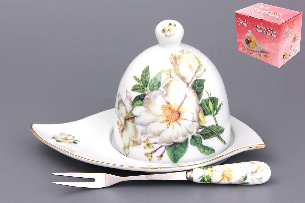 Подставка под лимон Белый шиповник 16 см. с вилкой. 180732FS-91909Подставка под лимон состоит из блюда, крышки и вилочки. Украсит любое событие и сохранит лимон от заветривания. Соберите всю коллекцию предметов сервировки Белый шиповник и Ваши гости будут в восторге! Изделие имеет подарочную упаковку, поэтому станет желанным подарком для Ваших близких!