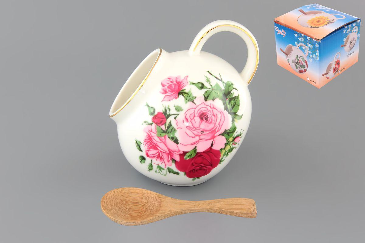 Банка для соли Elan Gallery Аромат роз, с ложкой, 300 млVT-1520(SR)Банка для соли Elan Gallery Аромат роз, изготовленная из высококачественной керамики, подойдет не только для соли, но и для сахара, специй и даже меда. Благодаря наклонной форме и ручке, она очень удобна в использовании. Изделие оформлено рисунком с изображением цветочков. В комплект входит деревянная ложечка. Такая банка для соли стильно оформит интерьер кухни. Диаметр (по верхнему краю): 5 см.Высота (с учетом ручки): 10 см.Длина ложки: 10 см.