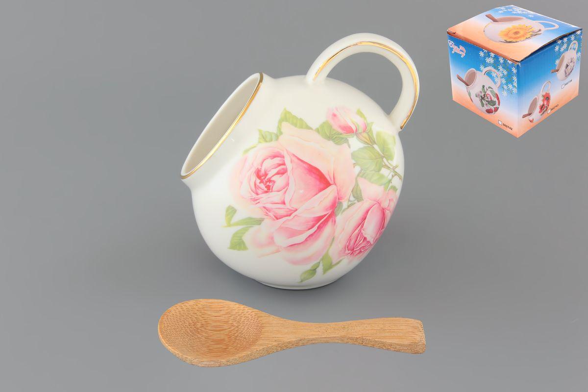 Банка для соли Elan Gallery Розовая фантазия, с ложкой, 300 млVT-1520(SR)Банка для соли Elan Gallery Розовая фантазия, изготовленная из высококачественной керамики, подойдет не только для соли, но и для сахара, специй и даже меда. Благодаря наклонной форме и ручке, она очень удобна в использовании. Изделие оформлено цветочным рисунком. В комплект входит деревянная ложечка. Такая банка для соли стильно оформит интерьер кухни. Диаметр (по верхнему краю): 5 см.Высота (с учетом ручки): 10 см.Длина ложки: 10 см.