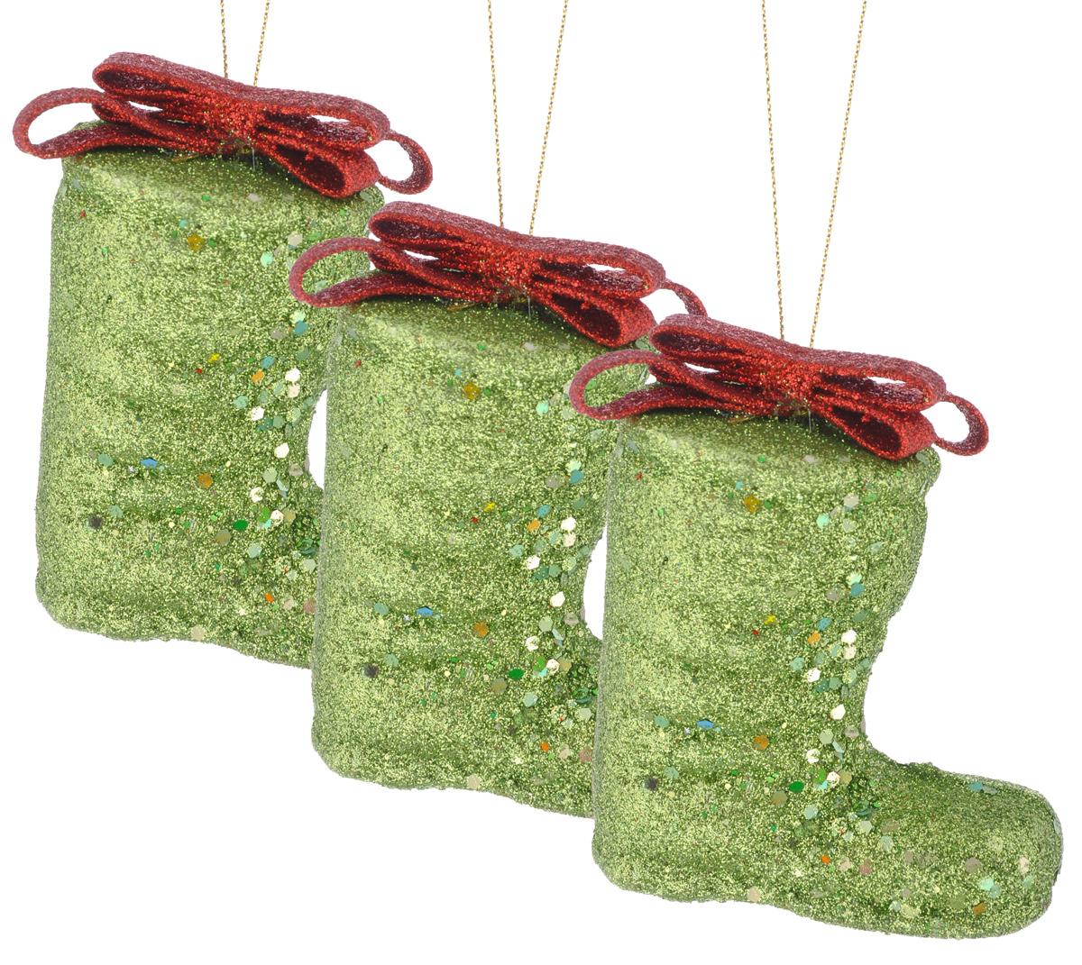 Набор елочных украшений EuroHouse Сапожок, цвет: зеленый, красный, 8 см, 3 шт175784/дед_морозНабор новогодних елочных украшений EuroHouse Сапожок прекрасно подойдет для праздничного декора новогодней ели. Набор состоит из 3 пластиковых украшений в виде сапожков, оформленных блестками и бантиками. Для удобного размещения на елке для каждого украшения предусмотрена текстильная петелька. Елочная игрушка - символ Нового года. Она несет в себе волшебство и красоту праздника. Создайте в своем доме атмосферу веселья и радости, украшая новогоднюю елку нарядными игрушками, которые будут из года в год накапливать теплоту воспоминаний. Откройте для себя удивительный мир сказок и грез. Почувствуйте волшебные минуты ожидания праздника, создайте новогоднее настроение вашим дорогим и близким.Высота украшений: 8 см.