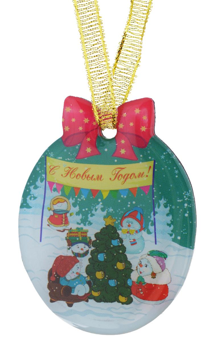Магнит Феникс-презент Снеговики с елочкой, 4,6 x 6 смRG-D31SМагнит Феникс-презент Снеговики с елочкой, изготовленный из агломерированного феррита, оформлен красочным изображением и надписью С Новым годом!. Благодаря специальной текстильной петельке изделие можно прикрепить не только на магнитную поверхность, но и подвесить в любом понравившемся вам месте.Такой магнит пополнит коллекцию уже существующих сувениров или станет началом новой коллекции. Он надолго сохранит память о замечательном дне и о том, кто вручил подарок.Материал: агломерированный феррит, текстиль.