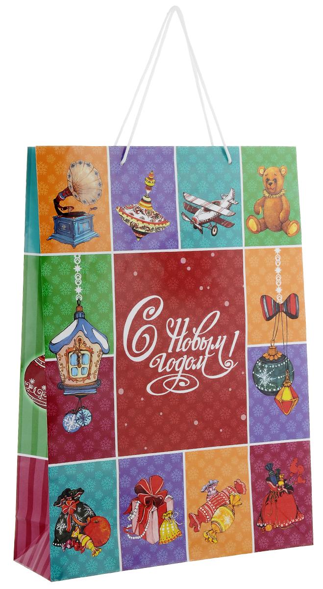 Пакет подарочный Феникс-Презент Новогоднее ретро, 33 см х 45,7 см х 10,2 смRSP-202SПодарочный пакет Феникс-Презент Новогоднее ретро, изготовленный из плотной бумаги, станет незаменимым дополнением к выбранному подарку. Дно изделия укреплено картоном, который позволяет сохранить форму пакета и исключает возможность деформации дна под тяжестью подарка. Пакет выполнен с глянцевой ламинацией, что придает ему прочность, а изображению - яркость и насыщенность цветов. Для удобной переноски на пакете имеются две ручки из шнурков.Подарок, преподнесенный в оригинальной упаковке, всегда будет самым эффектным и запоминающимся. Окружите близких людей вниманием и заботой, вручив презент в нарядном, праздничном оформлении.