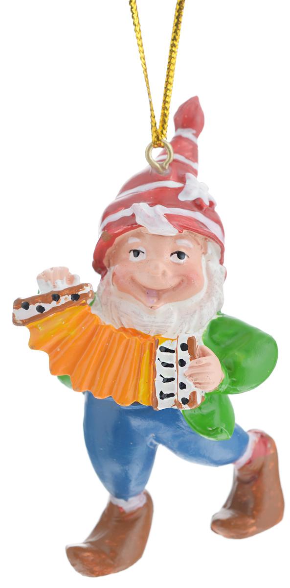 Новогоднее подвесное украшение Феникс-презент Гном с гармоньюNN-612-LS-PLНовогоднее украшение Феникс-презент Гном с гармонью, изготовленное из высококачественногополирезина, прекрасно подойдет для праздничного декора дома иновогодней ели. С помощьюспециальной текстильной петельки его можно повесить в любомпонравившемся вам месте.Елочная игрушка - символ Нового года. Она несет в себе волшебство и красоту праздника.Создайте в своем доме атмосферу веселья и радости, украшая новогоднюю елку наряднымиигрушками, которые будут из года в год накапливать теплоту воспоминаний.