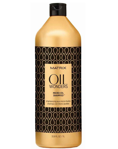 Matrix Oil Wonders Шампунь 1ЛFS-00897Легкий шампунь Oil Wonders Volume Rose без силикона придает пышный объем тонким волосам, не утяжеляя их. Шампунь обогащен маслом дикой розы высочайшего качества. Продукция этой линии наполняет волосы энергией, хорошо очищает, придает им мягкость и блеск.