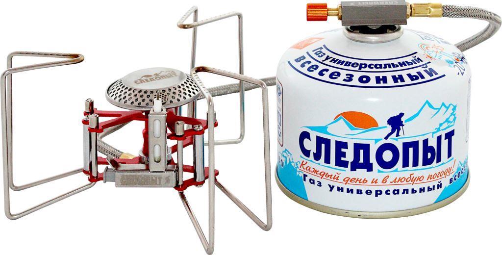 Горелка газовая Следопыт Ручной паук3421Газовая горелка Следопыт Ручной паук - это недорогая, компактная и практичная горелка с гибким топливным шлангом длиной 50 см и встроенной системой пьезоэлектрического розжига. Эта горелка очень выгодно отличается высоким качеством изготовления и особой конструкцией варочных упоров, которые способны выдержать нагрузку до 25 кг. Поэтому вы без особых проблем можете использовать горелку при работе с большими объемами, она с легкостью справится даже с ведром воды. Для хранения и транспортировки в комплекте поставляется тканевый чехол, который защищает изделие от загрязнения. Для питания используются газовые смеси в баллонах PF-FG-230 (230 г) и PF-FG-450 (450 г) с резьбовым клапаном, а также баллоны PF-FG-220 (220 г) с клапаном нажимного типа и с цанговым патроном, используя переходники PF-GSA-01 или PF-GSA-03. Все аксессуары для горелки приобретаются отдельно. Рекомендуется для использования во время путешествий в больших группах туристов (до 8-10 человек), а также будет очень выгодным приобретением для индивидуального использования на кемпинге, рыбалке, во время длительных походов и экспедиций. Характеристики: Мощность горелки: 3,2 кВт. Расход топлива: 140 г/ч. Диаметр горелки: 50 мм. Вес горелки: 200 г. Размер в разложенном виде: 160 мм х 75 мм. Размер в походном положении: 90 мм х 90 мм х 75 мм. Максимальный диаметр используемой посуды: 25 см. Максимальная вертикальная нагрузка: 25 кг (25 л воды).