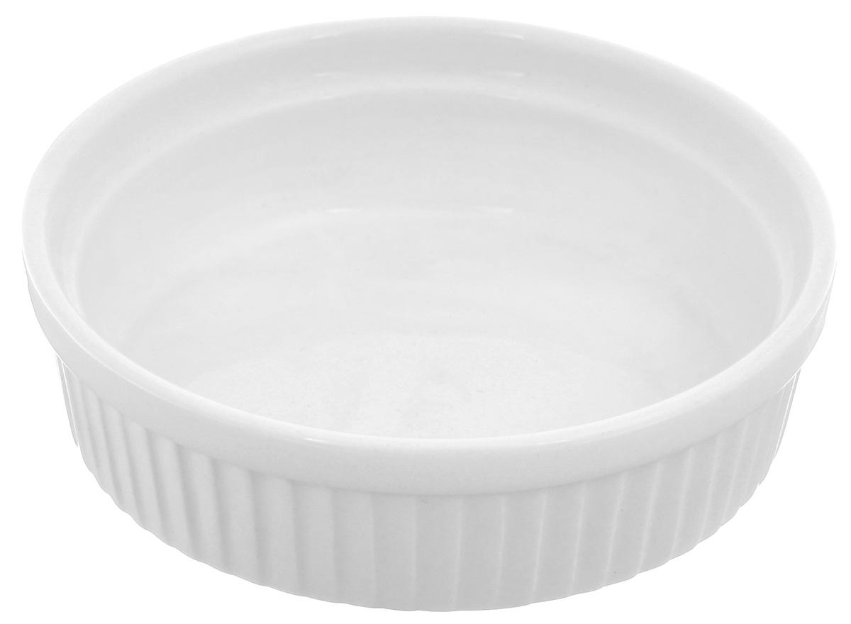 Порционная форма для выпечки BergHOFF Bianco, круглая, цвет: белый, диаметр 12 см630467Порционная форма для выпечки BergHOFF Bianco изготовлена из высококачественного фарфора с глазурованной поверхностью. Форму можно использовать для приготовления блюд, таких как крем-брюле, жульен, маффины и прочее. Изделие термоустойчиво, поверхность сохраняет свой цвет, а пища естественный аромат. Материал мягко проводит тепло для равномерного запекания.Подходит для мытья в посудомоечной машине.Диаметр формы: 12 см.Высота стенок: 3,5 см.