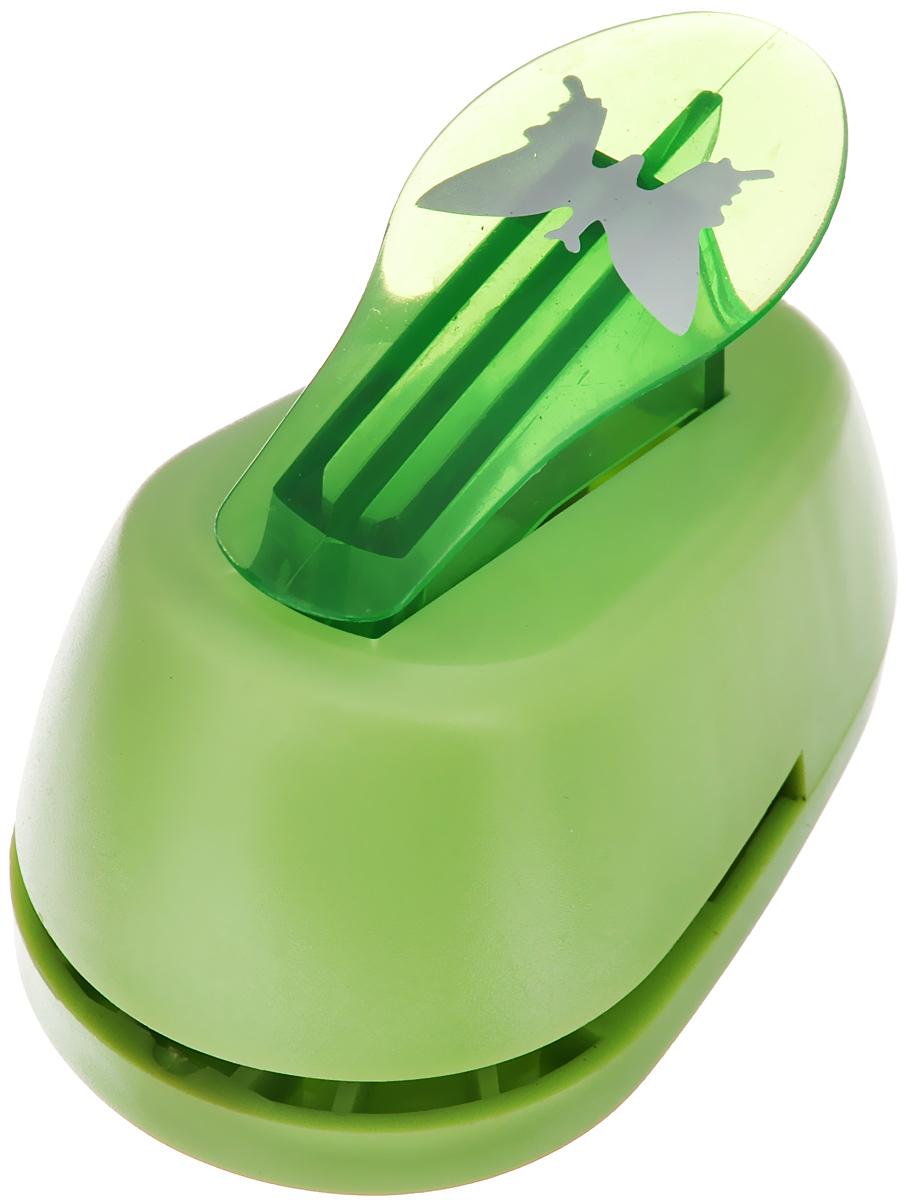 Дырокол фигурный Hobbyboom Бабочка, №31, цвет: зеленый, 2,5 см х 1,7 смFS-36052Фигурный дырокол Hobbyboom Бабочка, изготовленный из пластика и металла, предназначен для создания творческих работ в технике скрапбукинг. С его помощью можно оригинально оформить открытки, украсить подарочные коробки, конверты, фотоальбомы. Дырокол вырезает из бумаги идеально ровные фигурки в виде бабочек, также используется для прорезания фигурных отверстий в бумаге. Предназначен для бумаги определенной плотности - до 200 г/м2. При применении на бумаге большей плотности или на картоне дырокол быстро затупится. Чтобы заточить нож компостера, нужно прокомпостировать самую тонкую наждачку. Порядок работы: вставьте лист бумаги или картона в дырокол и надавите рычаг. Размер вырезаемой части: 2,5 см х 1,7 см.