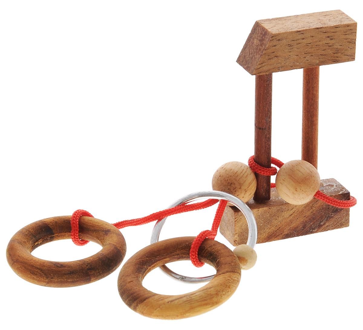 """Головоломка Dilemma """"Кольцо в замке"""", выполненная из дерева, текстиля и металла, станет отличным подарком всем любителям головоломок! Освободите серебряное кольцо. Использование ножниц запрещено... Получилось? Попробуйте поместить серебряное кольцо обратно. Слишком сложно? Воспользуйтесь подсказкой из предложенного решения. Игра рассчитана на одного игрока. Головоломка Dilemma """"Кольцо в замке"""" стимулирует логику, пространственное мышление и мелкую моторику рук."""